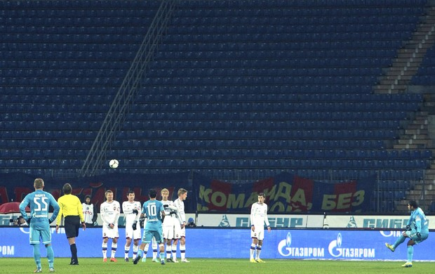 Zenit e CSKA, estádio vazio (Foto: Agência EFE)