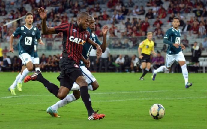 Marcelo Atlético-PR Goiás (Foto: Gustavo Oliveira/ Site oficial Atlético-PR)