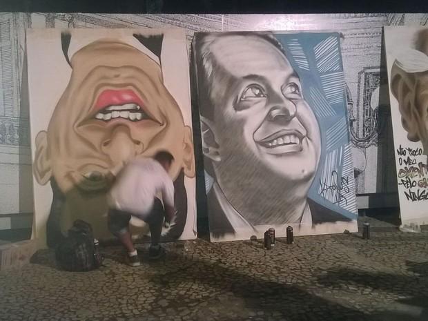 Painéis produzidos por grafiteiros, em homenagem a Eduardo Campos. (Foto: Renan Holanda / G1)