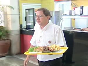 Auxiliar de Cozinha (Foto: Reprodução/Tv Integração)