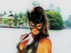 Andréa de Andrade, a Musa das supercoxas, posa de gatinha