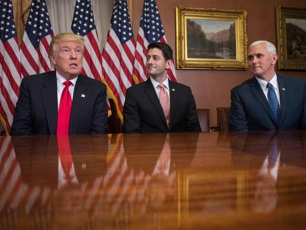 Trump se reúne com o presidente da Câmara dos EUA, Paul Ryan (Foto: NICHOLAS KAMM / AFP)