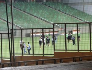 Colo-Colo, do Chile fez treino fechado no Independência (Foto: Lucas Borges)