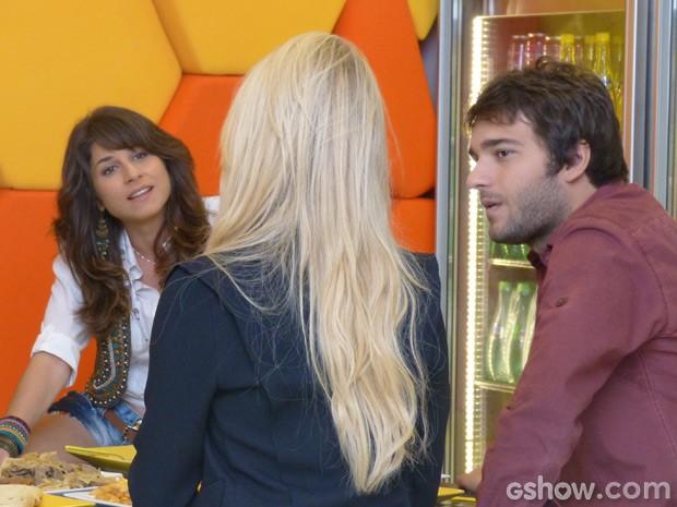 Manu fica furiosa com a loira e dá alfinetada (Foto: Geração Brasil / TV Globo)
