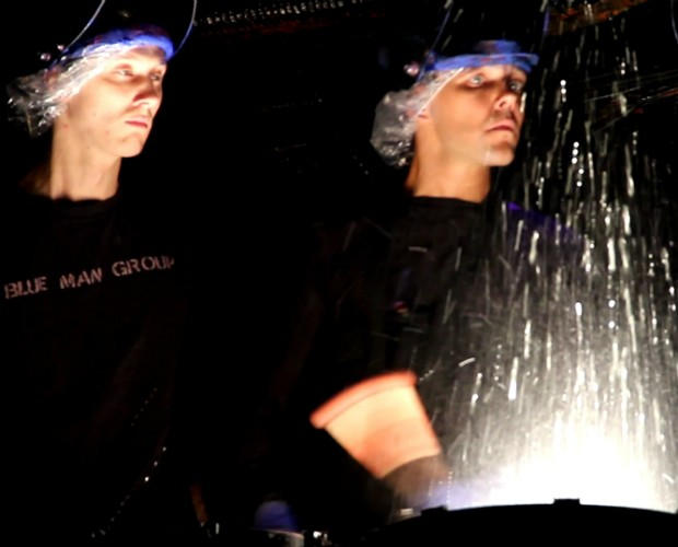 Cenas ao vivo fazem parte do treinamento dos finalistas do Blue Man Group (Foto: Divulgação)