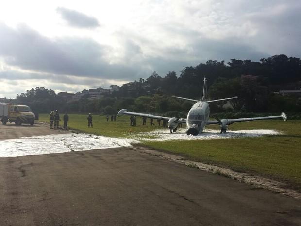 Avião Patrulha da FAB sofreu acidente durante decolagem no Campo de Marte (Foto: Divulgação)