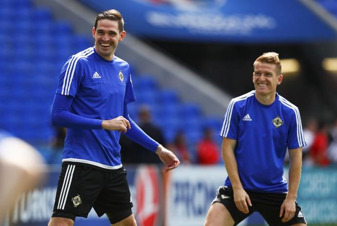 Kyle Lafferty e Steven Davis no treino da Irlanda do Norte (Foto: REUTERS/Jason Cairnduff)