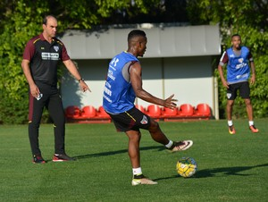 Ricardo Gomes Thiago Mendes treino São Paulo (Foto: Ana Luiza Rosa/saopaulofc.net)