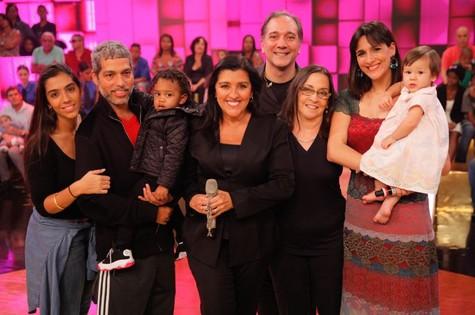 Bruno Gouveia, do Biquíni Cavadão, grava o 'Esquenta!' com a família (Foto: João Januário / TV Globo)