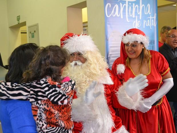 Ludimilla ficou com medo do Papai Noel, mas entregou a sua cartinha (Foto: Maiara Barbosa/ G1)