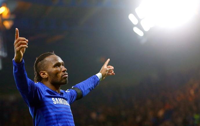 Drogba comemora gol do Chelsea contra o Tottenham (Foto: Agência Reutes)