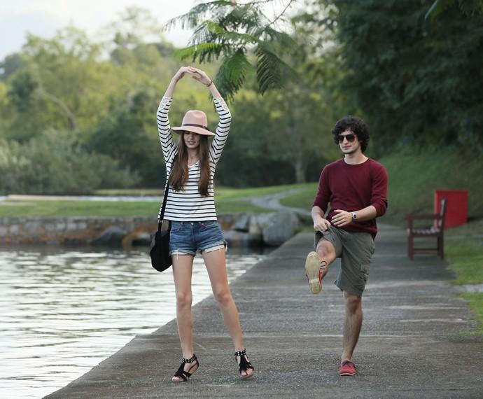 Camila Queiroz e Gabriel Leone fazendo graça para as lentes do Gshow (Foto: Isabella Pinheiro/Gshow)