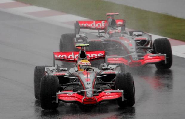 Alonso e Hamilton foram companheiros de McLaren em 2007 (Foto: Divulgação)