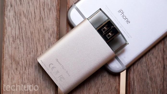 iXpand, da SanDisk, é um dos poucos pendrives compatíveis com iPhone disponíveis no Brasil (Foto: Lucas Mendes/TechTudo)