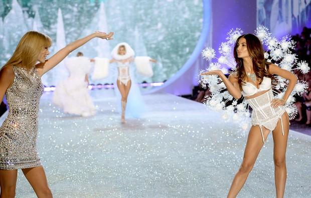 Taylor Swift e Lily Aldridge (Foto: AFP / Agência)