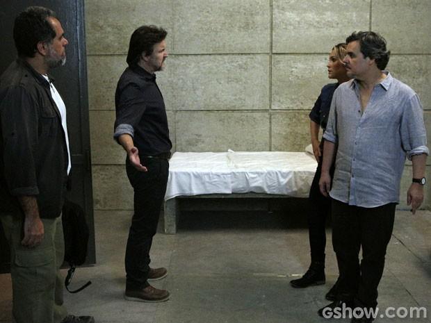 LC provoca Heloísa, que chama o ex de bandido (Foto: Além do Horizonte / TV Globo)