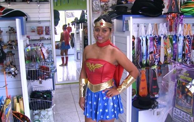 df44fde51 A fantasia da personagem fictícia Mulher Maravilha é uma das mais compradas  (Foto  Roraima