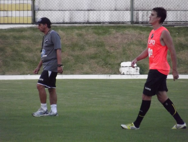 Mateus, novo volante do ABC, e técnico Paulo Porto (Foto: Jocaff Souza)
