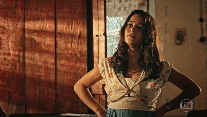 Olívia desconfia de acessos de raiva da mãe, quando o assunto é Tereza (Foto: TV Globo)
