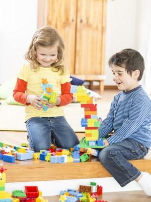 Universidade de Cambridge vai pesquisar como as crianças podem aprender por meio de brincadeiras (Foto: Divulgação/Lego)