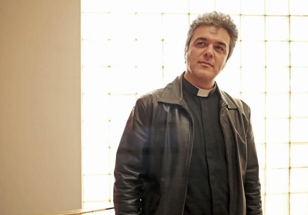 EGO - Padre Marcos, o Padre Elvis, lança CD: \'A fama não é um ...