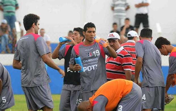 Jogadores do Santa Cruz treinam nesta terça de olho no Pesqueira 05_1