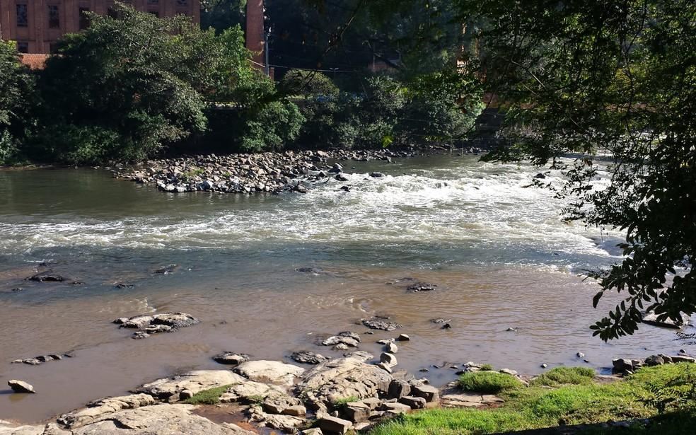 Vazão do Rio Piracicaba é menor que média esperada para junho (Foto: Claudia Assencio/G1)