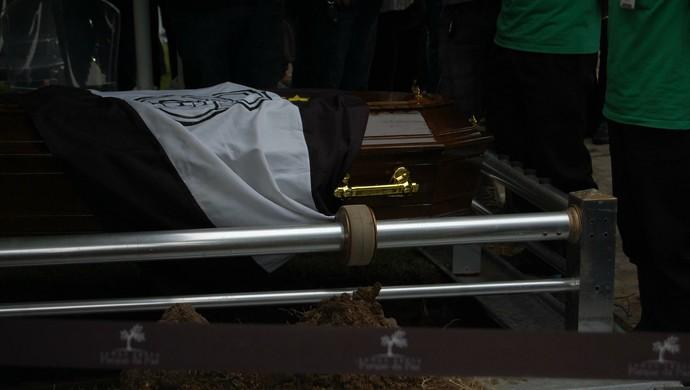 treze, caixão, petrônio gadelha (Foto: Geovanna Teixeira / GloboEsporte.com)