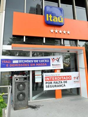 Bancários protestam contra demissões e falta de segurança (Foto: Beto Oliveira/Sindicato dos Bancários)
