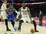 LeBron entra no top 10 de cestinhas da NBA, e Cavs 100% batem 76ers no fim