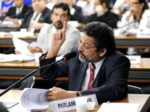 O deputado federal Paulo Rocha (PT-PA) em comissão da Câmara, em maio (Foto: Janine Moraes/Agência Câmara)