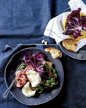 Bruschetta de salada de favas e presunto de parma (Foto: StockFood/Great Stock!)
