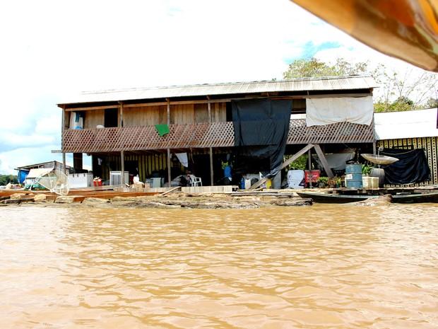 RO Rio madeira Hotel flutuante onde Marilene abriga cerca de 20 pessoas (Foto: Ivanete Damasceno/G1)