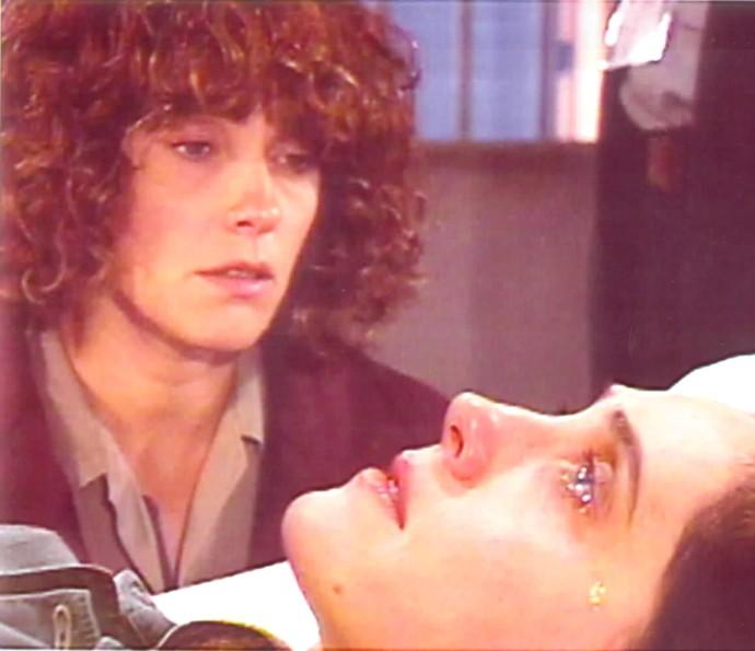Christiane Torloni na pele de Fernanda e Vivi de 'Cara & Coroa' (Foto: CEDOC / TV Globo)