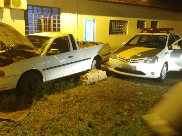 Droga foi encontrada na noite deste domingo (19) (Foto: Polícia Rodoviária/Divulgação)
