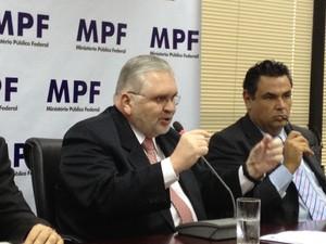 Gurgel dá entrevista em seminário sobre o papel do Ministério Público (Foto: Amanda Lima/G1)