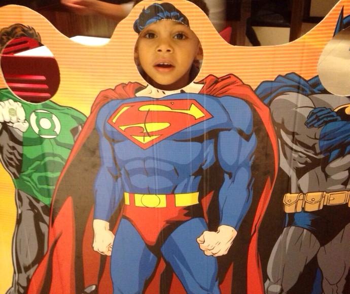 Filho de Nando Cunha, Davi, brincando de super-herói (Foto: Arquivo pessoal)