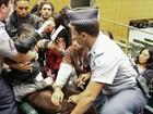 Jovens chamam deputado de SP de 'assassino' e são retirados de sessão