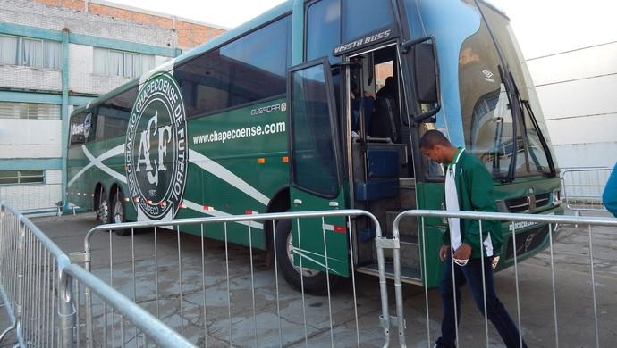 Chapecoense ônibus (Foto: Laion Espíndula)