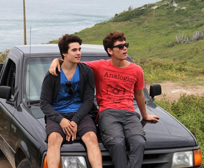 Nicolas e João Vithor como irmãos na nova temporada de Malhação (Foto: Rodrigo Brisolla/Gshow)