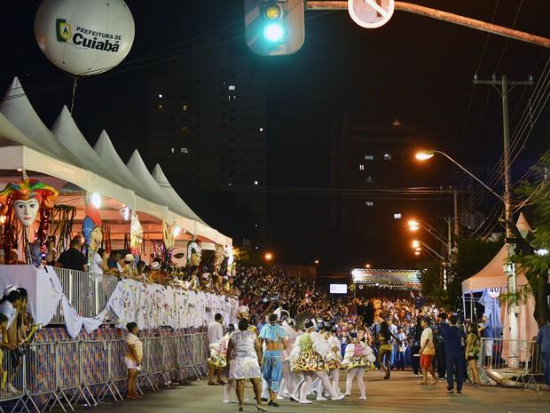 Desfile dos blocos de Carnaval de Cuiabá, em 2015 (Foto: Tchelo Figueiredo/Prefeitura de Cuiabá)