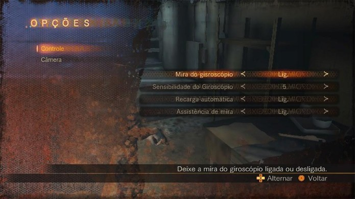 Ativar o giroscópio em Resident Evil: Revelations 2 permite maior precisão ao mirar com o movimento do PS Vita (Foto: Reprodução/Rafael Monteiro)
