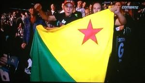 Francimar Oliveira e Ceiça Maciel com a bandeira do Acre para ver Spider em Las Vegas (Foto: Reprodução/Facebook)