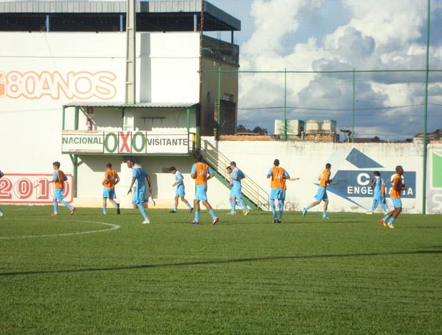 Nacional-MG de volta aos treinos após vitória sobre o Uberaba (Foto: Thiago Carvalho)
