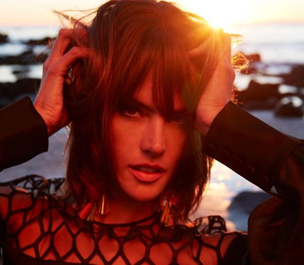 Alessandra Ambrosio fotografada para a Vogue Brasil de março (Foto: Fabio Bartelt)