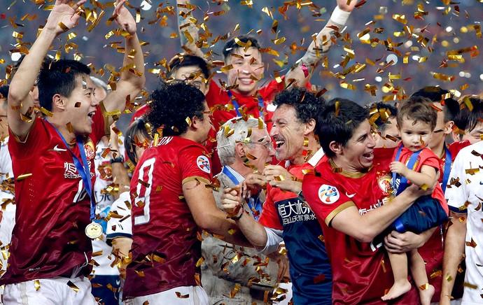 comemoração Guangzhou Evergrande troféu Ásia (Foto: Reuters)