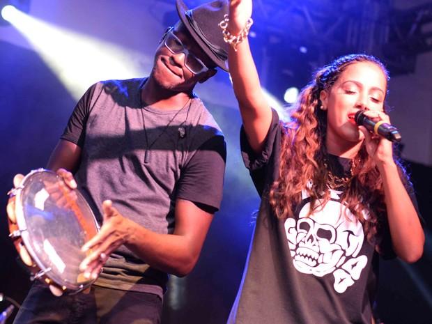 Mumuzinho e Anitta se apresentam na Zona Sul do Rio (Foto: Ari Kaye/ Divulgação)