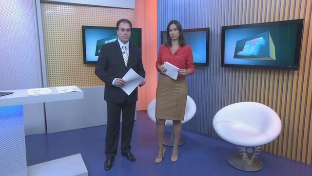 Tony Lamers e Vanessa Machado apresentar o Jornal da Tribuna 1ª edição (Foto: Reprodução/TV Tribuna)