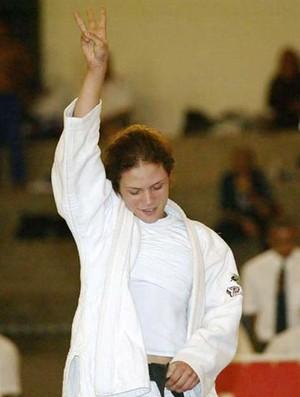Aline Coutinho ao se tornar a única piauiense tricampeã universitária (Foto:  Washington Alves/COB)