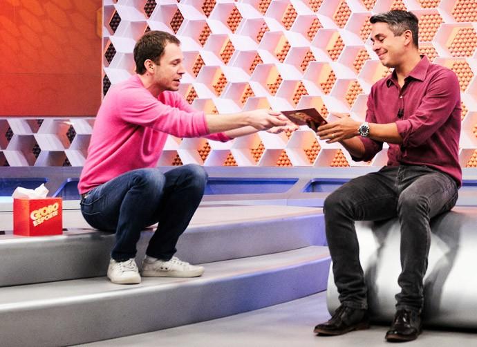 Tiago Leifert quando passou o comando do 'Globo Esporte SP' para Ivan Moré (Foto: Ramon Vasconcellos/TV Globo)